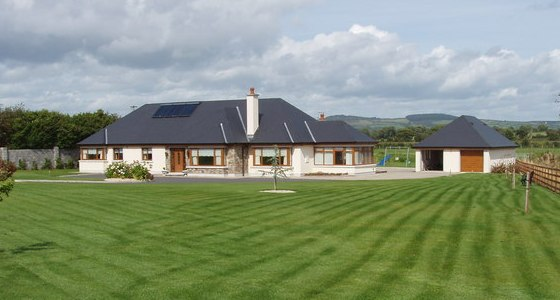anglický trávník před domem