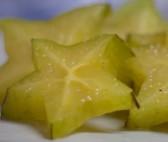 Karambola - hvězdičky na talíři